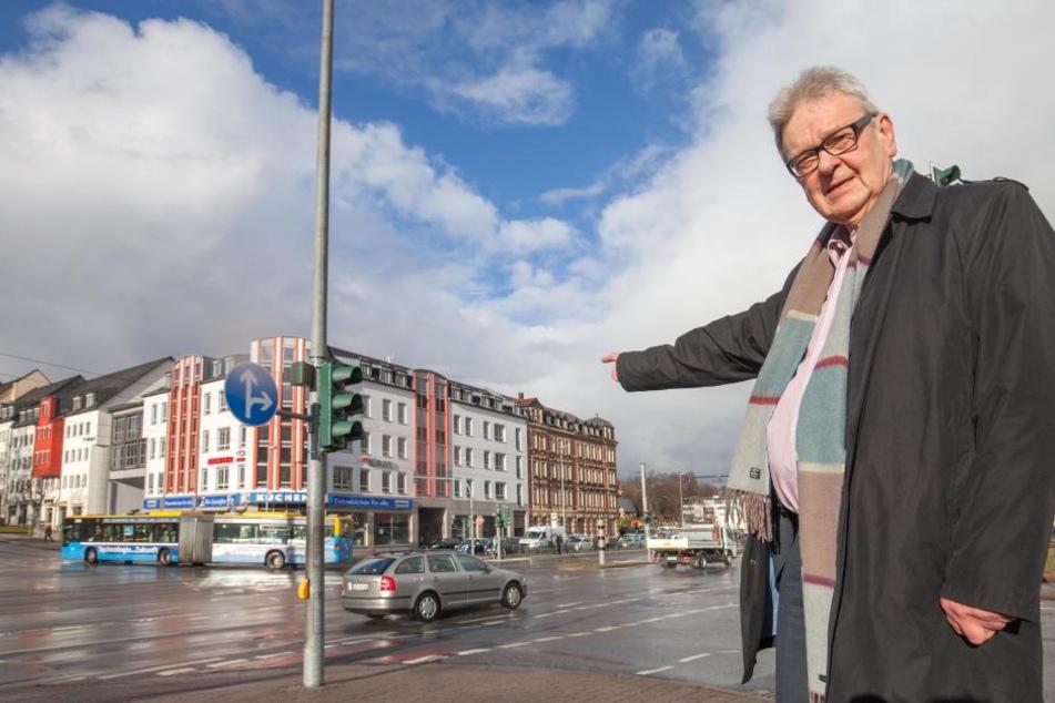 Busse und Bahnen haben an der Kreuzung Zwickauer, Goethe- und  Barbarossastraße Vorfahrt, Autos das Nachsehen, kritisiert Roland Katzer (66,  AfD).