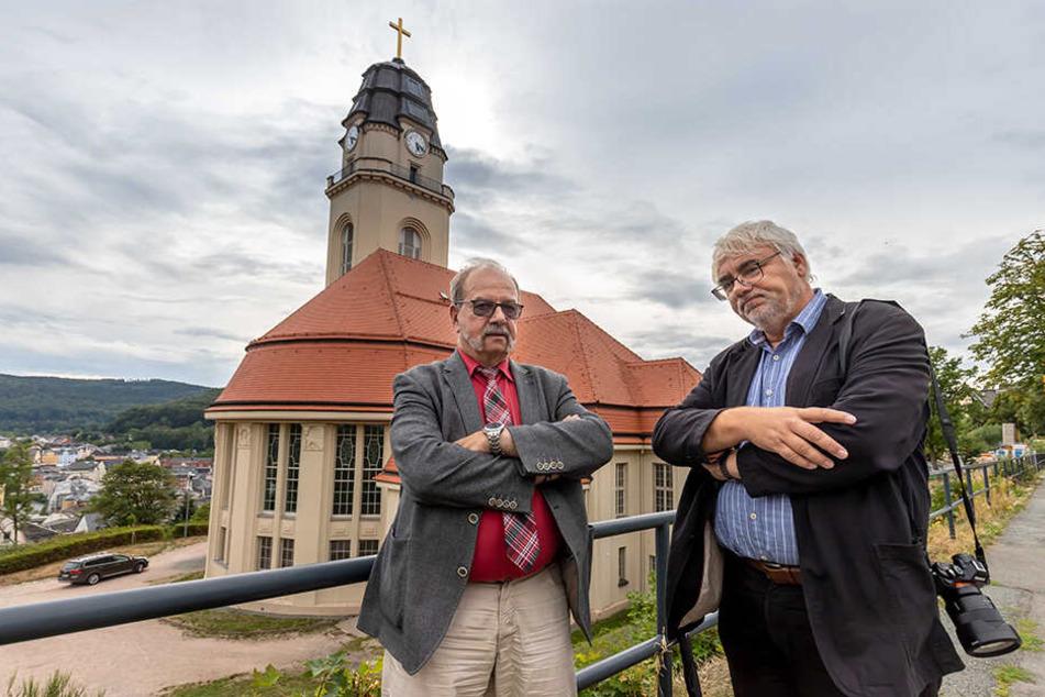 Kirchenvorsteher Hans Beck (l.) und Superintendent Dieter Bankmann sind empört.