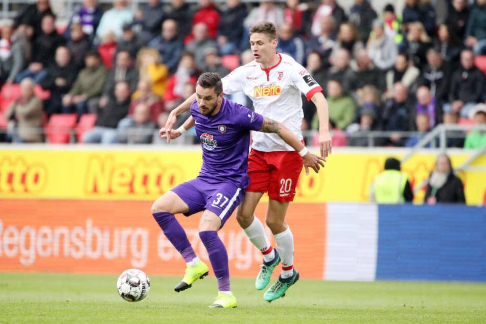 Pascal Testroet (mit Maximilian Thalhammer) traf zum 1:0 für die Veilchen.