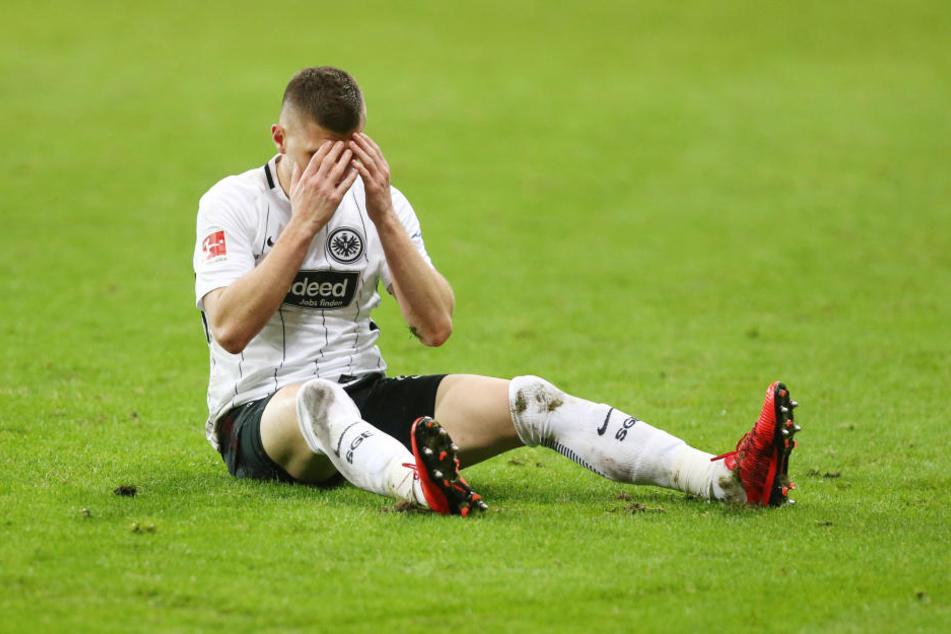 Ungewohntes Gefühl: Ante Rebic kann die Niederlage der Eintracht nicht fassen.