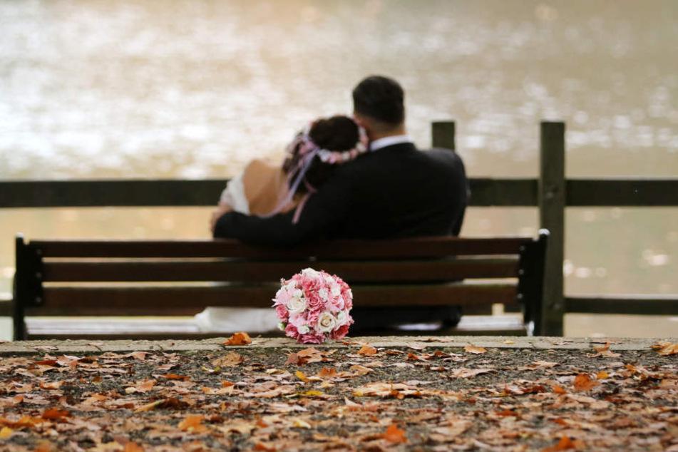 Das Hochzeitspaar wird den Tag der Eheschließung so schnell nicht vergessen.