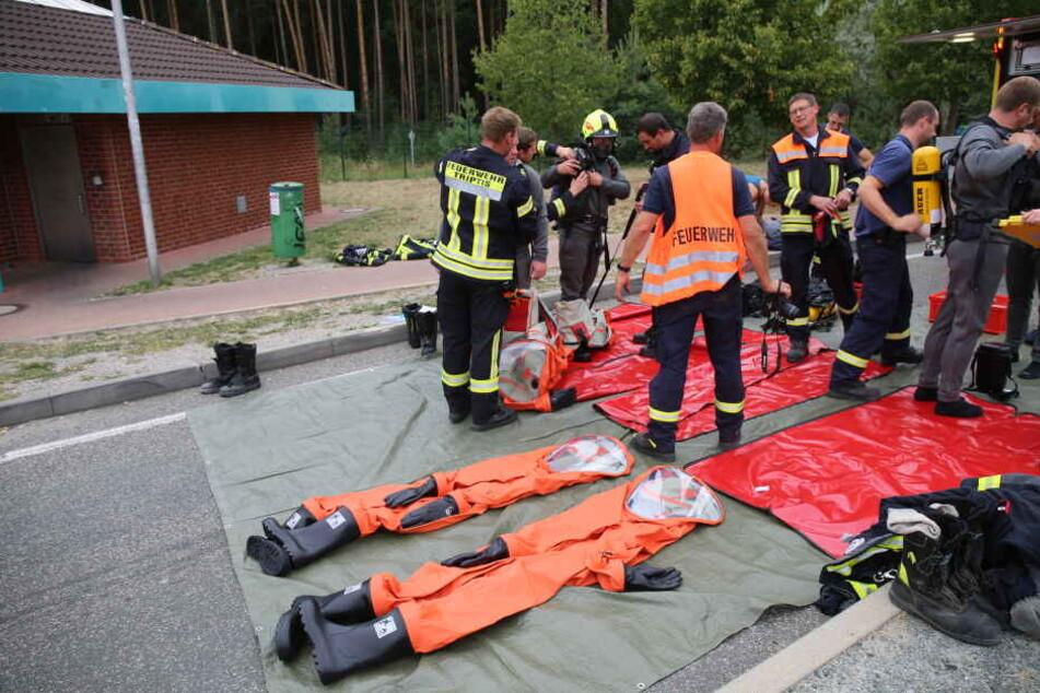 Großeinsatz der Feuerwehr: Unbekannter Stoff tropft aus Laster auf A9