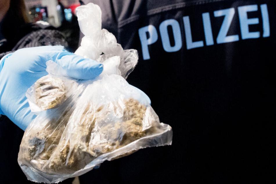 Die Polizei konnte einen großen Erfolg im Kampf gegen das Geschäft mit Drogen feiern. (Symbolbild)