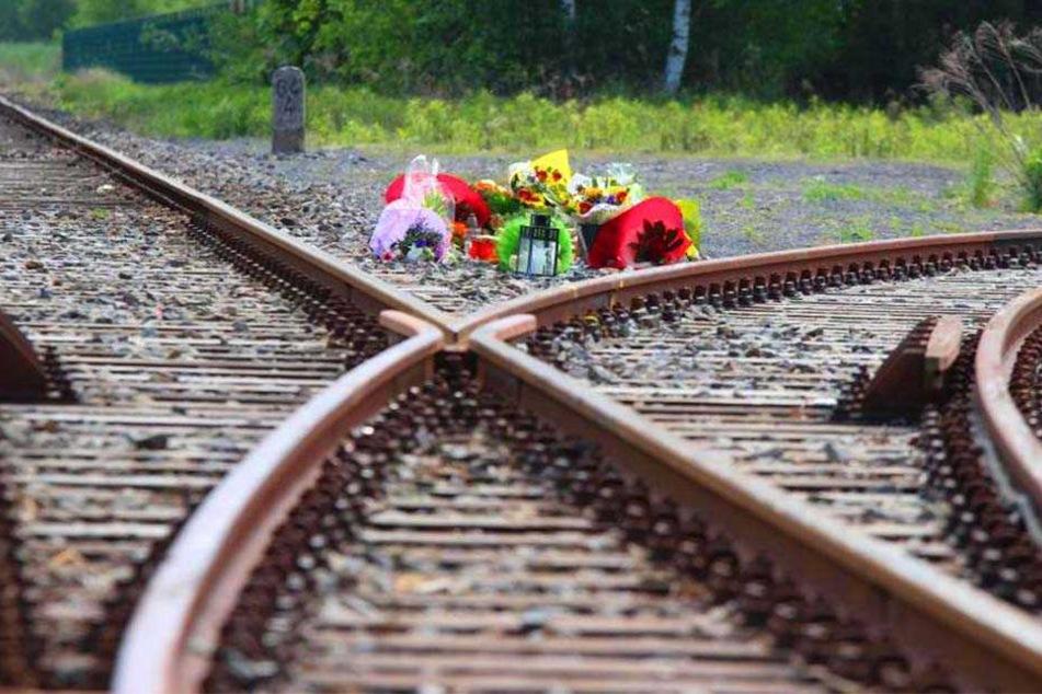 Zwei Menschen kamen beim Crash ums Leben. Ihr Sohn will erfahren, wer an dem Unglück Schuld hat.