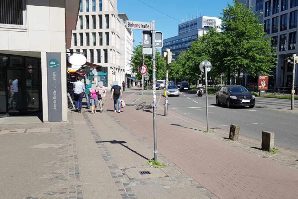 Das Bild zeigt den Tatort aus Richtung des Hillmannkomplexes.