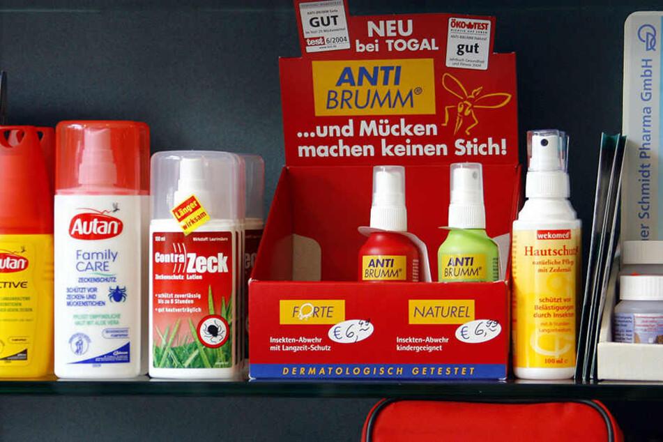 Bei Mückensprays sollten die chemischen Wirkstoffe DEET und Icaridin enthalten sein.