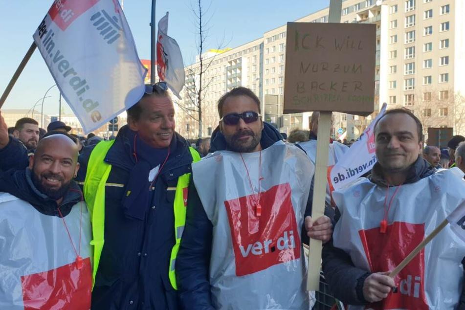Humor bei den Streikenden vor der BVG-Zentrale.