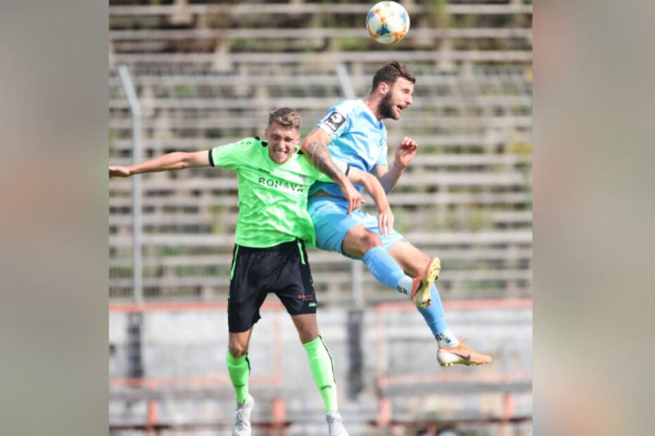 Dejan Bozic (r.), hier im Testspiel gegen Fürstenwalde beim Kopfballduell mit Mateusz Ciapa, erhielt gegen Jena eine Denkpause. Heute ist der Torjäger wieder dabei.