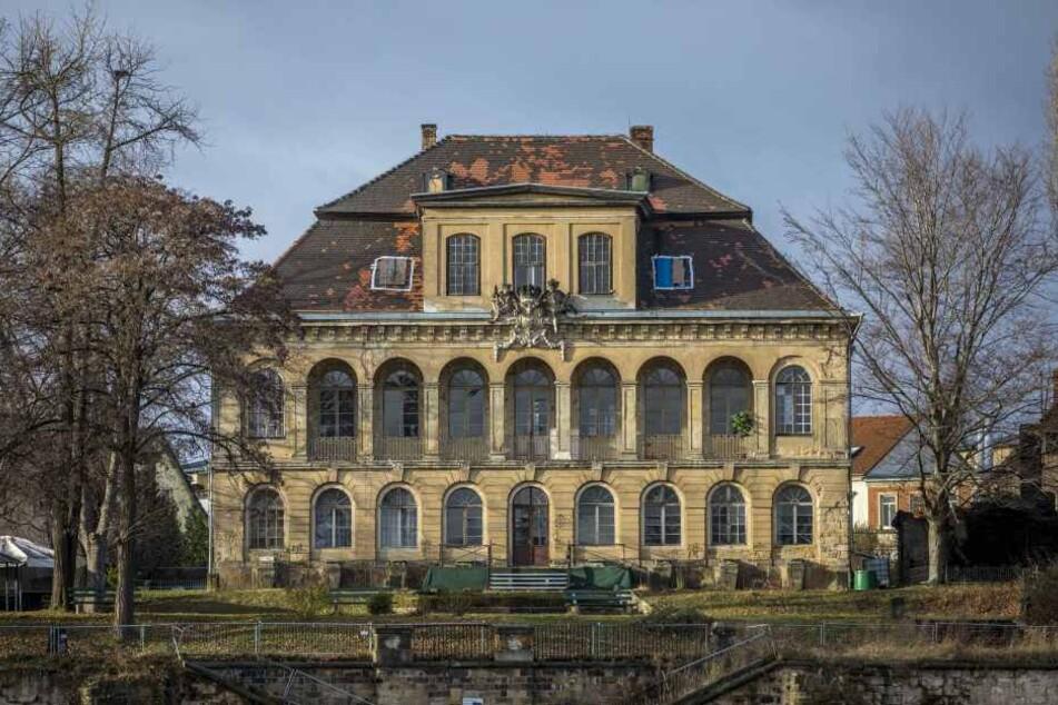 Das Schloss Übigau verfällt seit Jahren.