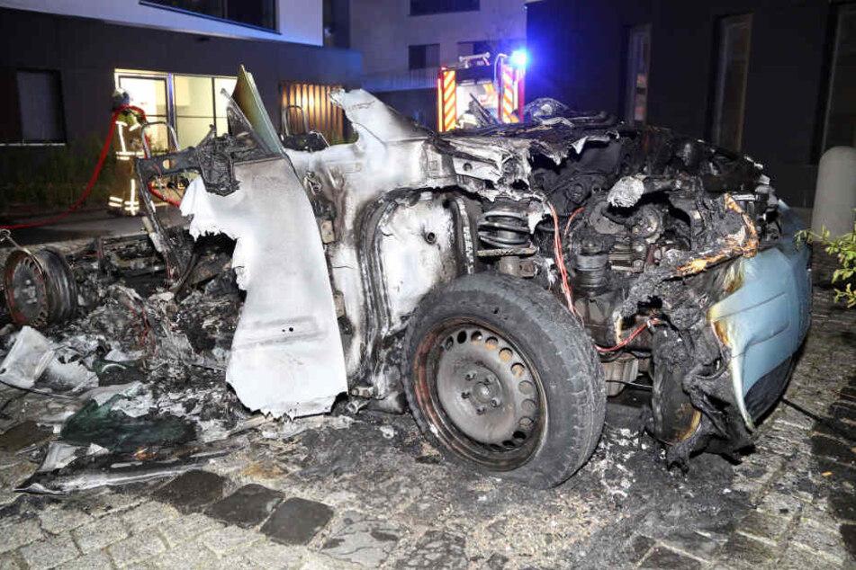 Der Audi A2 brannte in der Nacht in der Neustadt komplett ab.