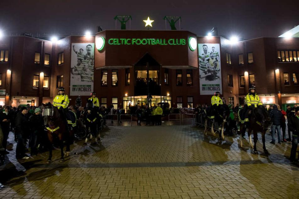 Wer im Celtic Park in Glasgow raucht, Alkohol trinkt oder gar Pyrotechnik mit sich führt oder zündet, wird hart bestraft.