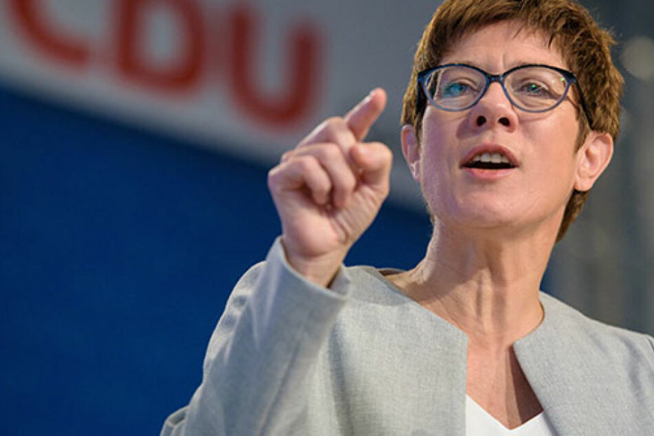 Die saarländische Ministerpräsidentin Annegret Kramp-Karrenbauer nimmt bei Abschiebungen den Bund in die Pflicht.