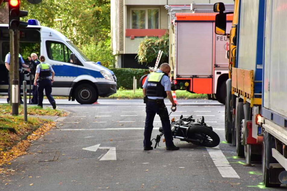 Tödlicher Unfall in Köln: Lkw-Fahrer fährt Biker um