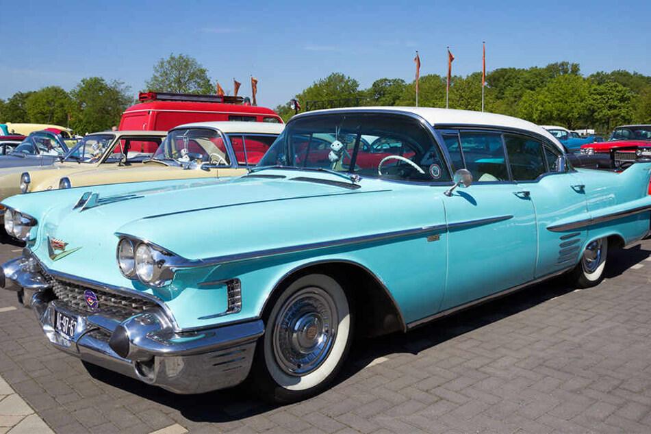 Einen Cadillac, vermutlich ähnlich wie dieser, fand die Polizei am Montag auf der A2. (Symbolbild)