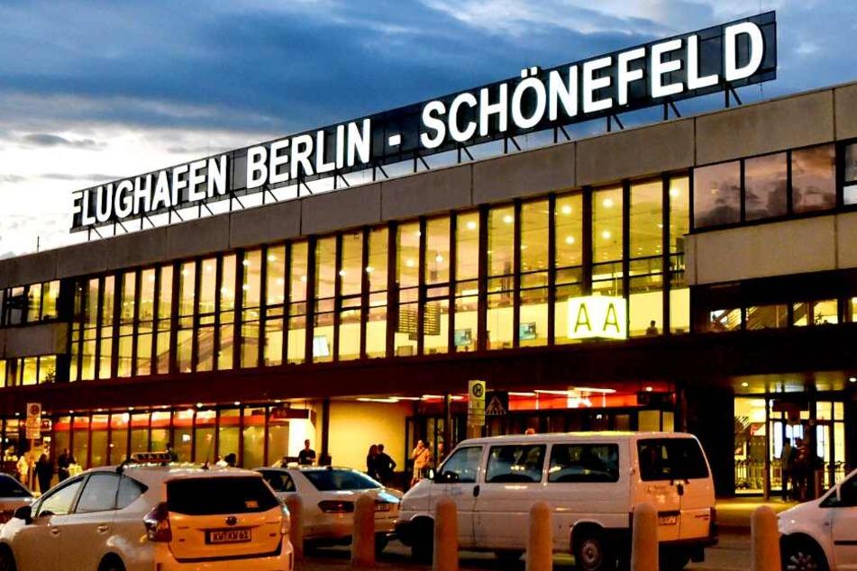 Flugbetrieb eingestellt! Weltkriegsbombe am Flughafen Schönefeld entdeckt