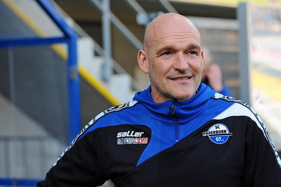 Stefan Emmerling (50) überlegt im Spiel gegen den 1. FC Magdeburg mit einer neuen Offensive zu überraschen.