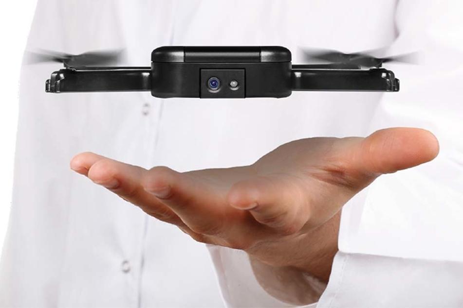 Die Kamera-Drohne ist so groß wie ein Handy.