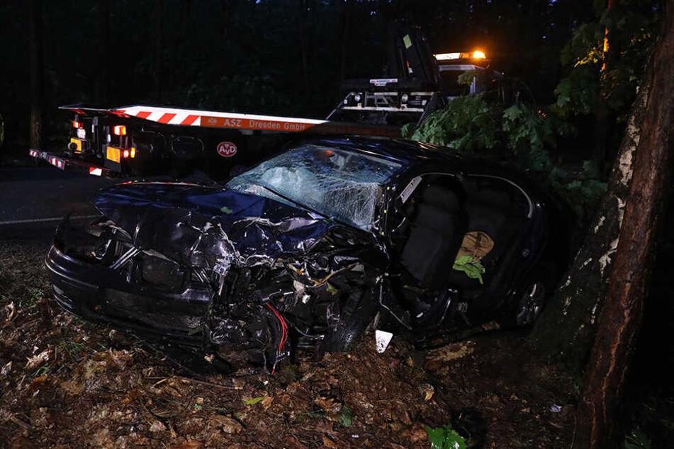 Der Fahrer des Renault verstarb noch am Unfallort.