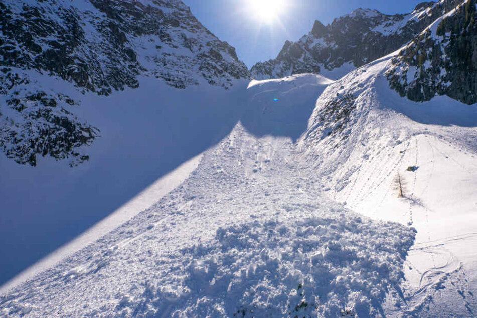 Die Jugendliche verlor auf einer Bergkuppe den Halt (Symbolfoto).