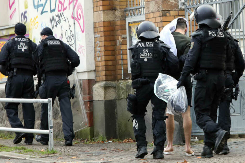 Leipzig: Nach Messerstecherei in Leipzig: Polizei nimmt Verdächtigen fest
