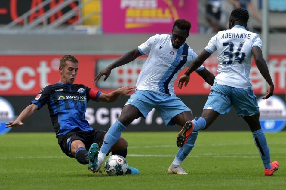 Innenverteidiger Uwe Neuhaus (l.) will sich gegen den SV Rödinghausen auch ins Zeug legen.