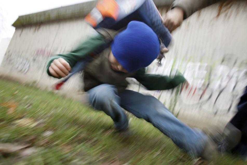 Warum der Mann den jungen Bub angriff, ist noch nicht bekannt. (Symbolbild)