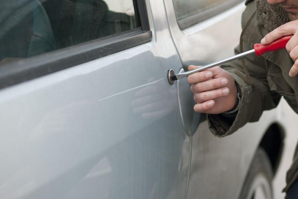 Autodiebstähle im Vogtland: Diebe klauen Neuwagen aus Autohaus