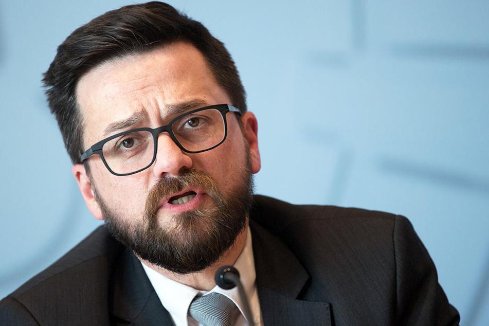 SPD-Justizminister Thomas Kutschaty wehrt sich gegen die Vorwürfe der CDU.