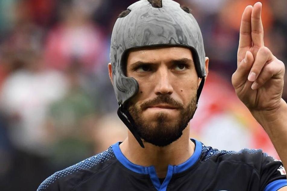 Trägt bald jeder Fußball-Profi so einen Helm?