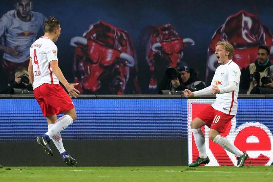 Kapitän Willi Orban und Emil Forsberg fiebern dem Spiel gegen die Bayern entgegen.
