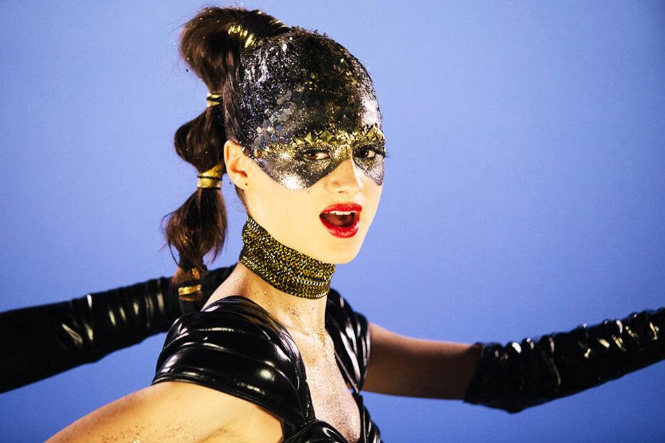 Die junge Celeste (Raffey Cassidy) wird zum Popstar gemacht. Dabei ist egal, dass der Stil ihrer Persönlichkeit nicht entspricht...