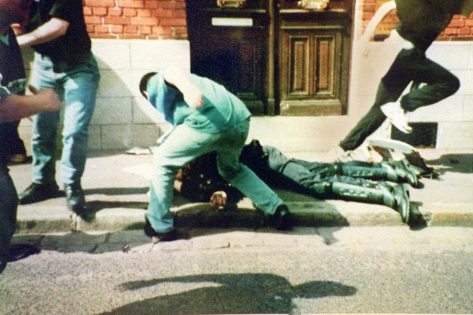 Der nun erneut angeklagte Frank R. hatte 1998 mit anderen Hooligans den französischen Gendarm Daniel Nivel schwer verletzt (Archivbild).