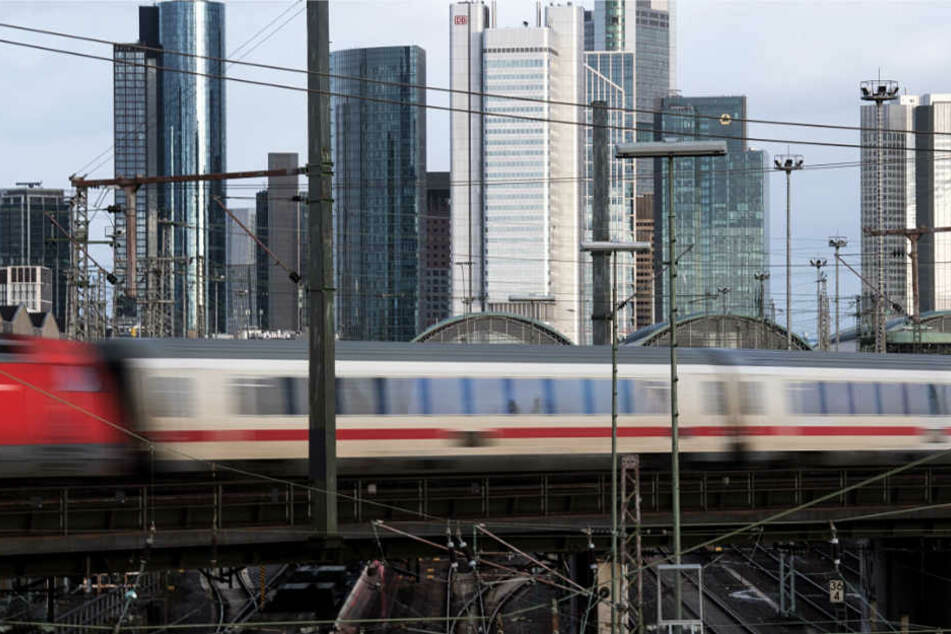 Das Schienennetz rund um den Bahnknoten Frankfurt muss ebenfalls erweitert werden (Archivbild).