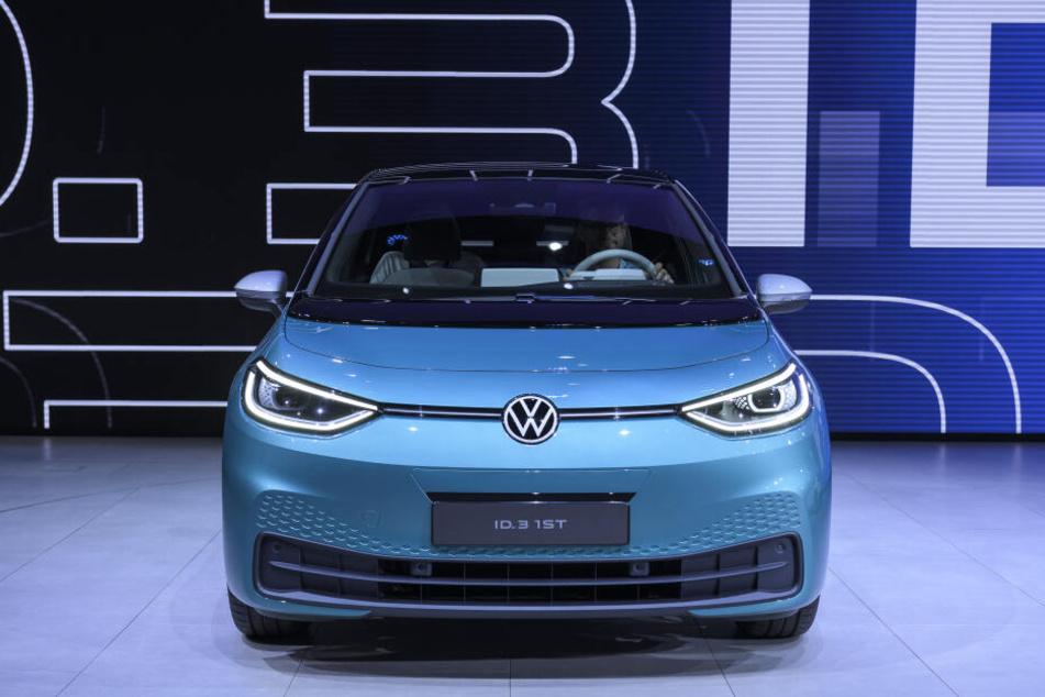 Das neue Elektroauto ID.3 der Marke Volkswagen wird bei der Volkswagen Group Night auf dem Messegelände der IAA (Internationale Automobil-Ausstellung) präsentiert.