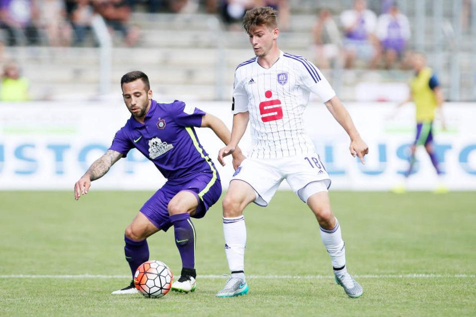 Calogero Rizzuto (l.) behauptet den Ball gegen Osnabrücks Marcel Kandziora.