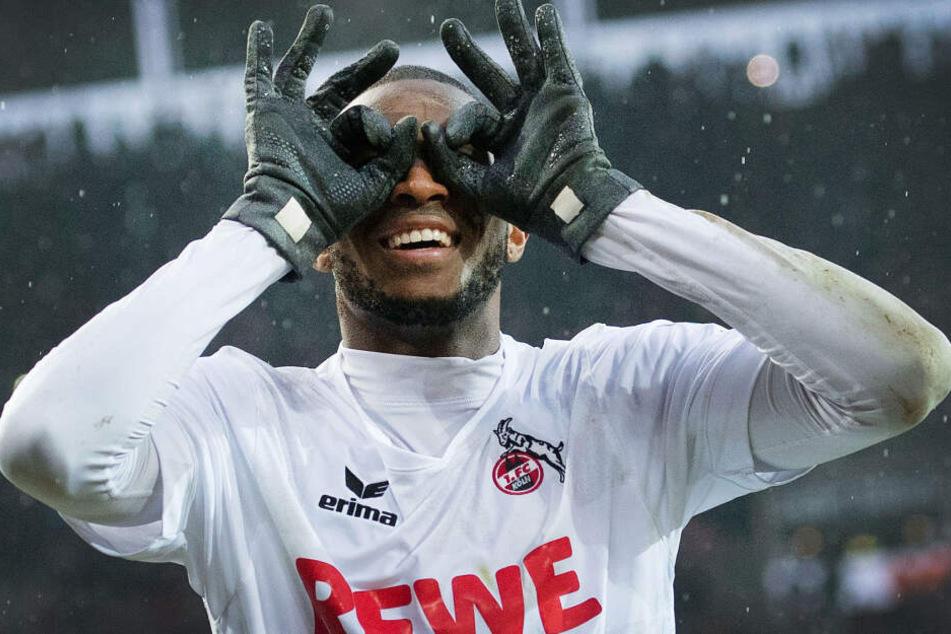 Nach jedem Tor setzt sich der Franzose die Brille auf.