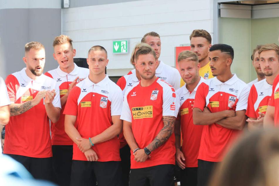Die Mannschaft wurde in einem Erfurter Einkaufszentrum den Fans vorgestellt.