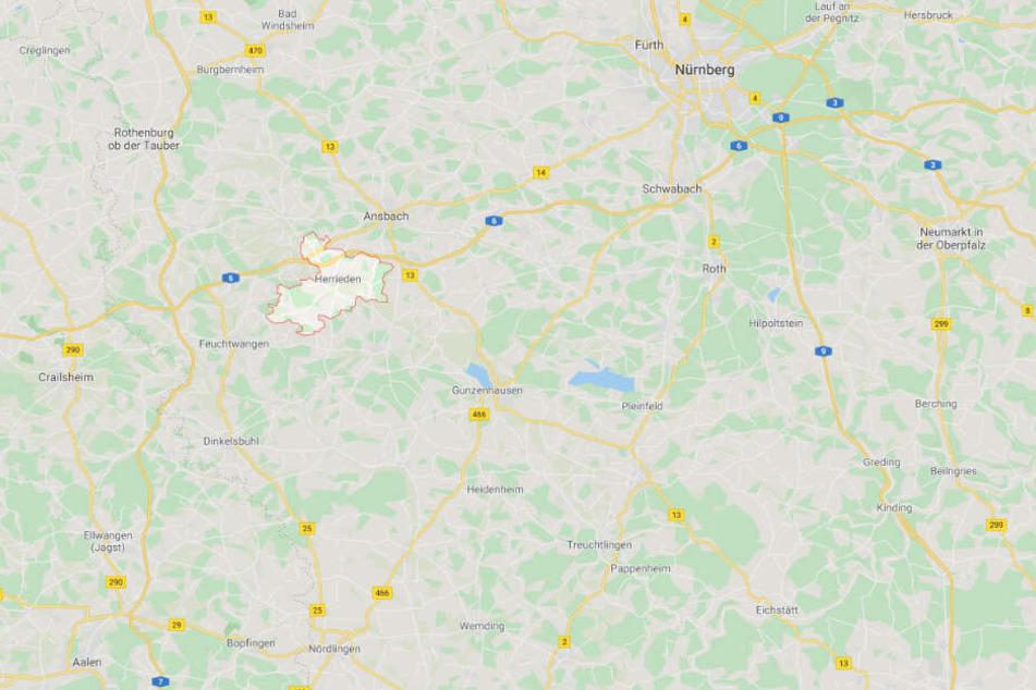 Der Brand ereignete sich in einer Wohnung in Herrieden im mittelfränkischen Landkreis Ansbach.