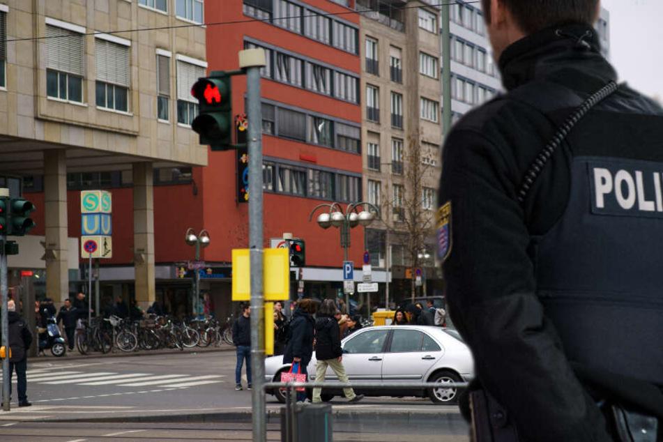 Nach der Tat an der Konstablerwache sollen der oder die Täter zur U- und S-Bahn-Station geflüchtet sein (Symbolbild).