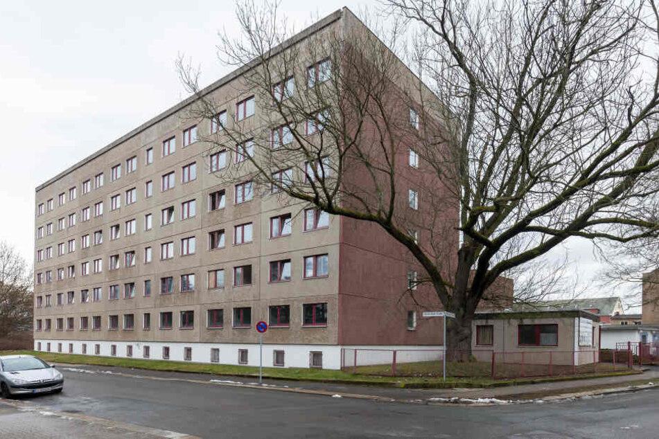Es wird überlegt, ob eine Unterbringung in Sammel- oder Gemeinschaftsunterkünften (wie hier in der Straßburger Straße in Chemnitz) mehr Sicherheit bietet als in einzelnen Wohnungen.