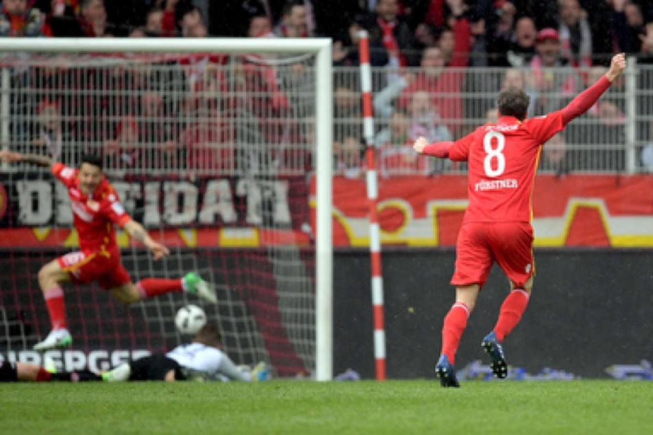 Die Berliner bejubeln einen der drei Treffer gegen den FCK.
