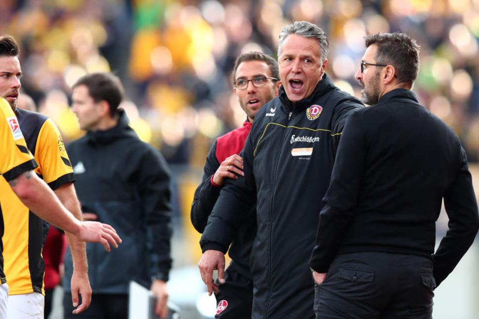Dynamo-Coach Uwe Neuhaus (2.v.r.) fand das Verhalten seines Nürnberger Kollegen Michael Köllner gar nicht lustig.