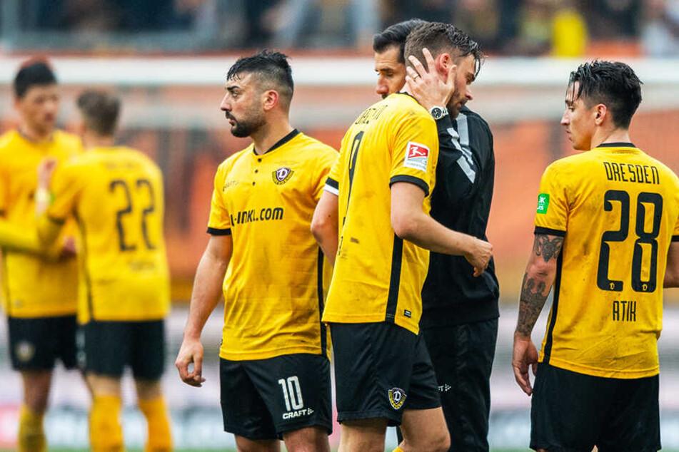 Dynamos Trainer Cristian Fiel wusste, bei wem er sich zu bedanken hatte. Nach dem Schlusspfiff umarmte er seinen Torschützen Lucas Röser.