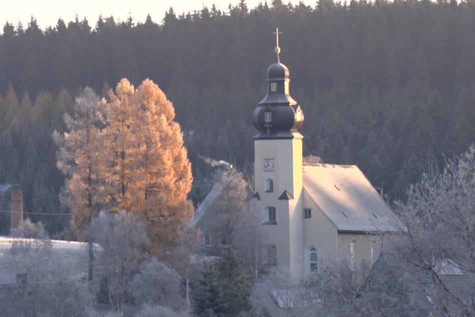 Die Landschaft rund um Marienberg war am Montag mit einer Raureifschicht bezogen.