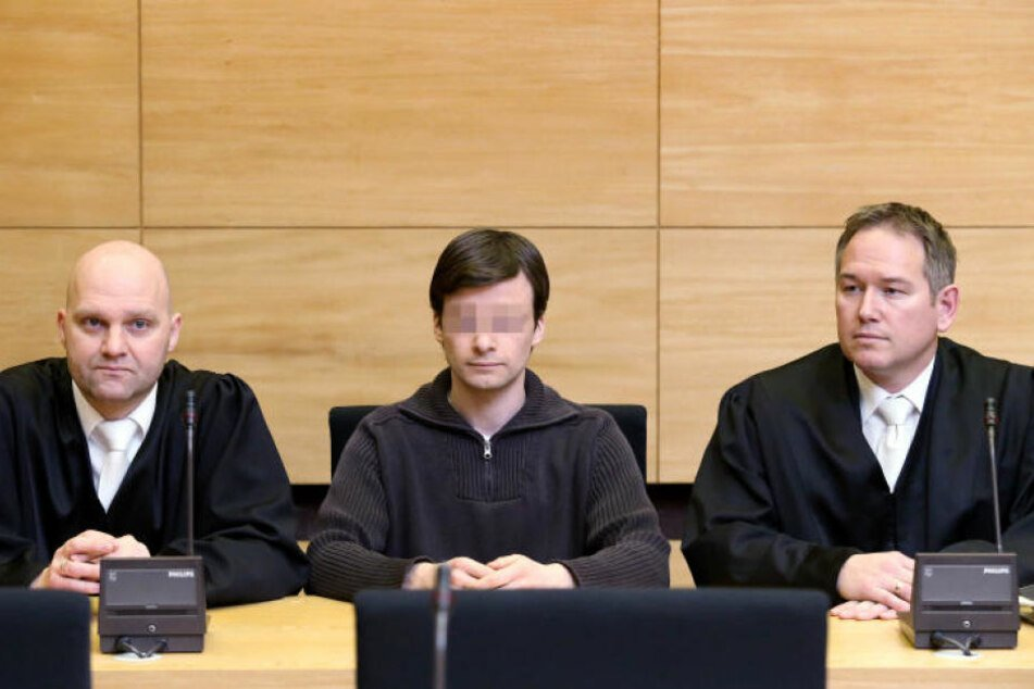 Jens Sch. (Mitte) wurde wegen des Doppelmordes zu 13 Jahren Haft verurteilt.