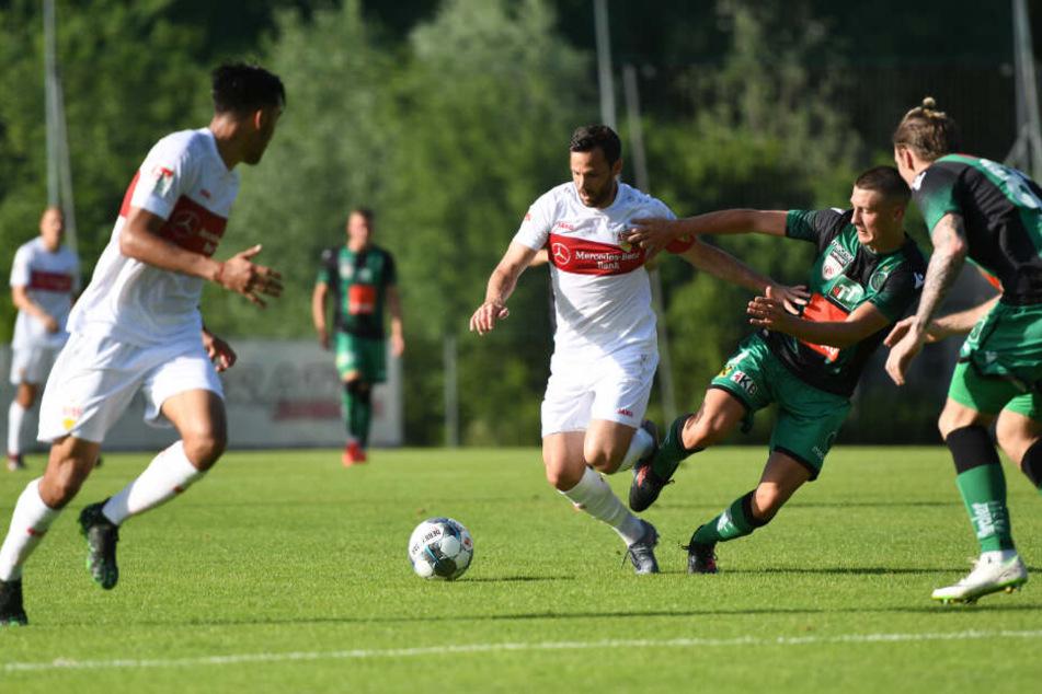 Der VfB (hier beim Testspiel gegen Wacker Innsbruck) muss am 12. August ran.