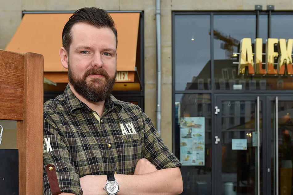 """Steve Schütt (32), stellvertretender Leiter des Restaurants """"Alex"""", bekam die Fäuste des Zechprellers ab."""