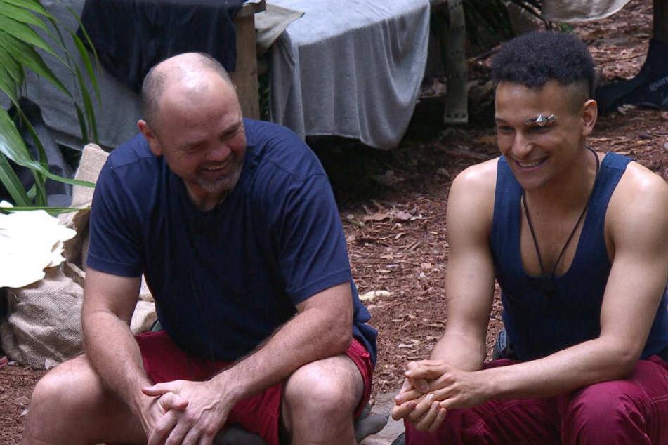 """Wie hat Prince Damien (r.) von seiner Bisexualität erfahren? Seine Camp-Kollegin fühlen dem Münchner """"Glücksmoment""""-Interpreten auf den Zahn."""