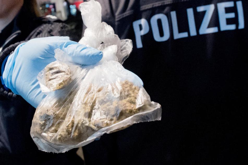 Die Polizei konnte in Bayern bei Durchsuchungen Drogen sicherstellen. (Symbolbild)