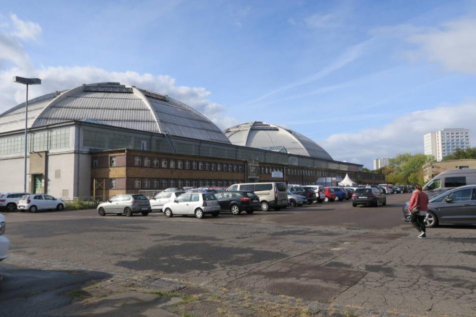 Die Eishalle im Leipziger Kohlrabizirkus musste am Mittwoch evakuiert werden.